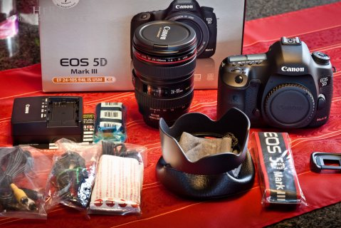 صور Canon EOS 5D Mark III DSLR Camera with 24-105mm Lens and Storage Kit  1